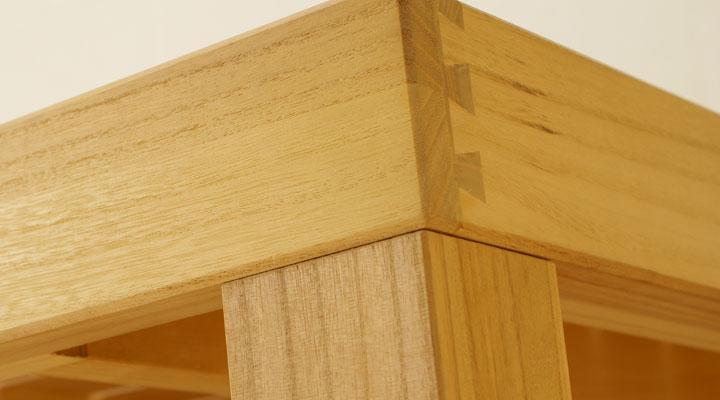 きしみを防ぐ日本伝統の蟻組み工法。