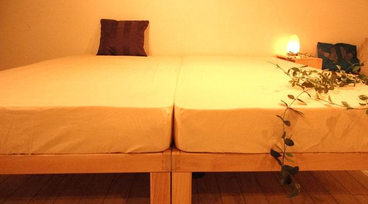 シングルベッドを並べたらキングサイズベッドに。