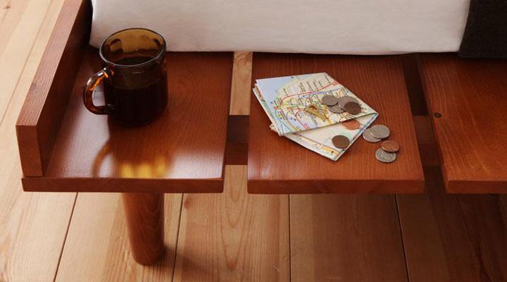 携帯や本などちょっとしたものを置くのにとっても便利なスペース。(フルレイアウトスタイルの場合はスペースはありません。)