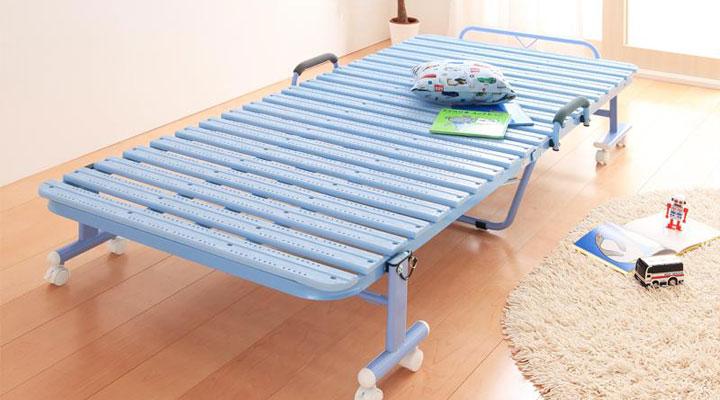 ブルー。爽やかで清潔感のあるお部屋に相性ぴったり。