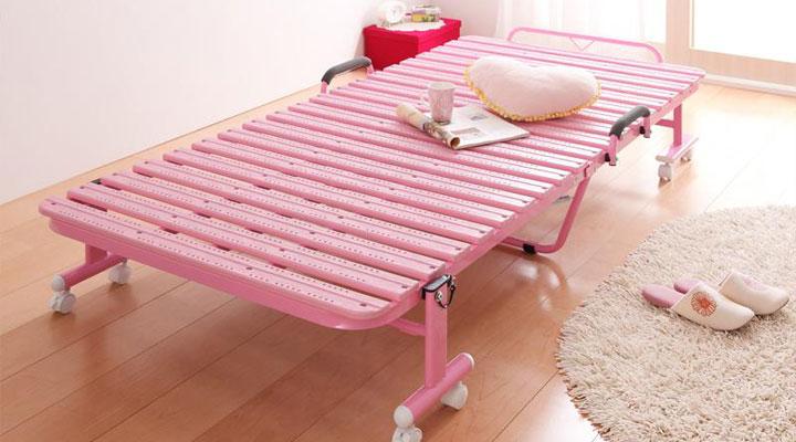 ピンク。かわいらしく愛らしい印象にしてくれる、女性にも人気カラー。