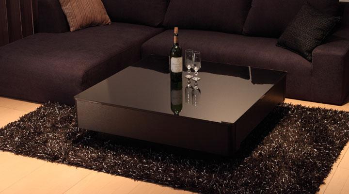 アッシュ材のテーブル。