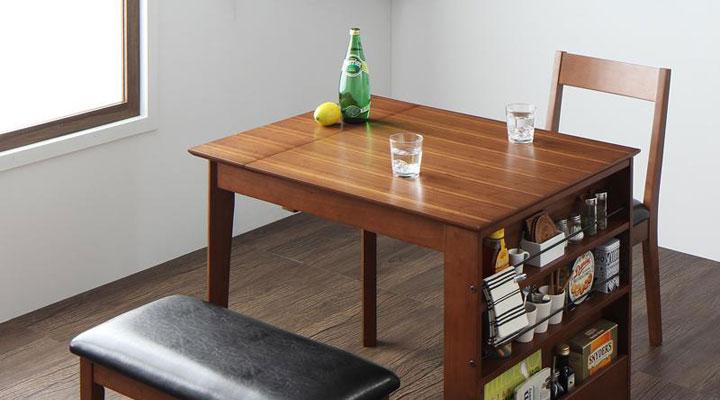 シンプルなのに機能的なテーブルです。