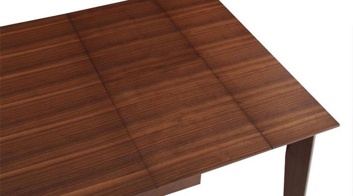 簡単切り替えでテーブルを伸ばせます。