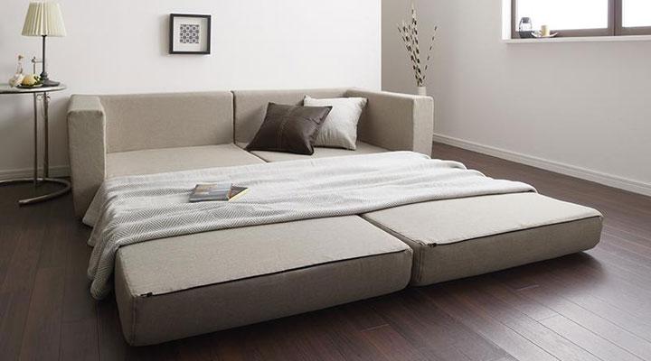 ゆったりサイズのベッド。
