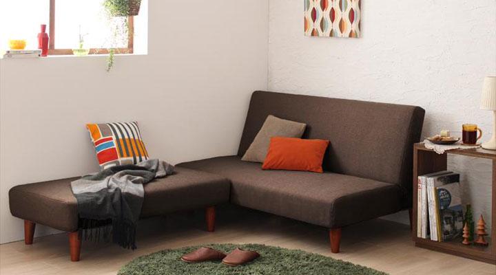 部屋の隅に置けばコーナーソファーとして。