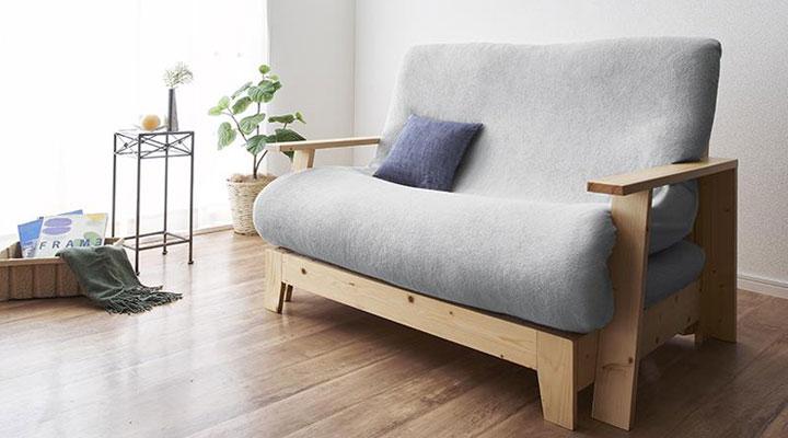 リビングが明るくなる木目家具。