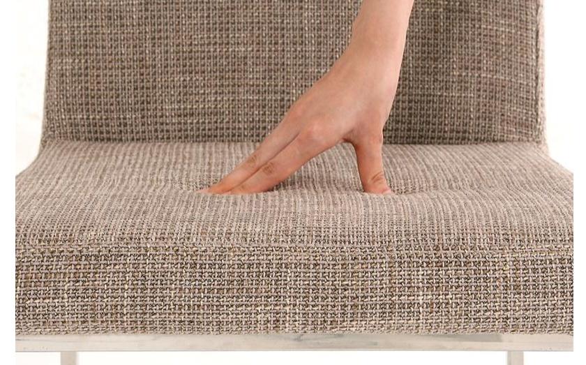 硬すぎず柔らかすぎず、ふっくらした座り心地のクッション。 絶妙なカーブを描く背もたれは、背中を優しく支えてくれます!