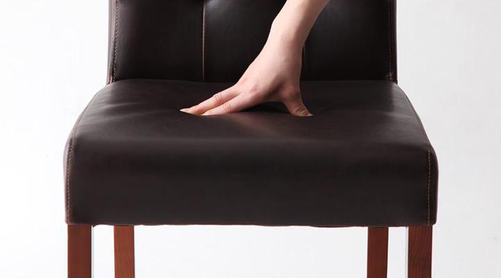 硬すぎない座面でゆったり座れます。