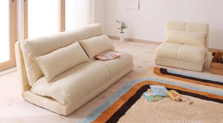 コンパクトサイズソファーベッド。