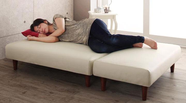 スツールを付けてベッドタイプになる。
