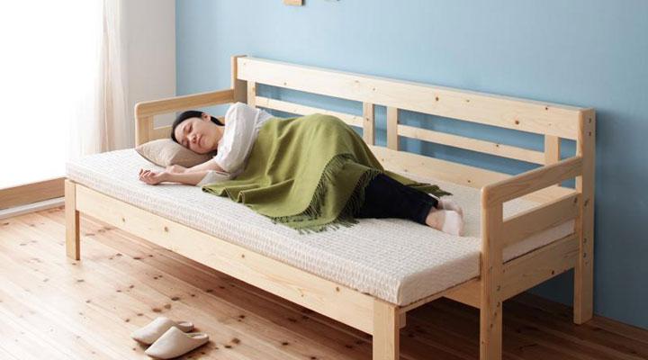 引き出すだけでベッドになる。