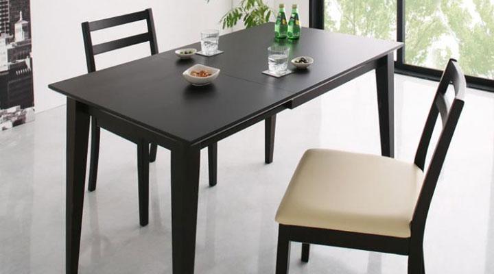 伸縮自在でテーブル広さの拡大。