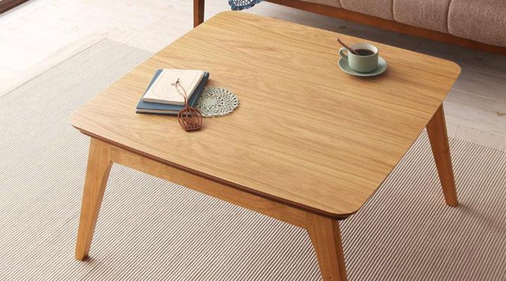 オーク材テーブル。